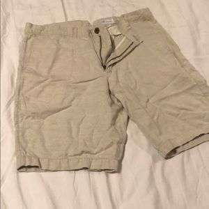 Gap linen shorts. Like new. Size 33.